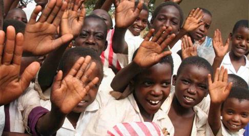 Children in Tanzania get school meals